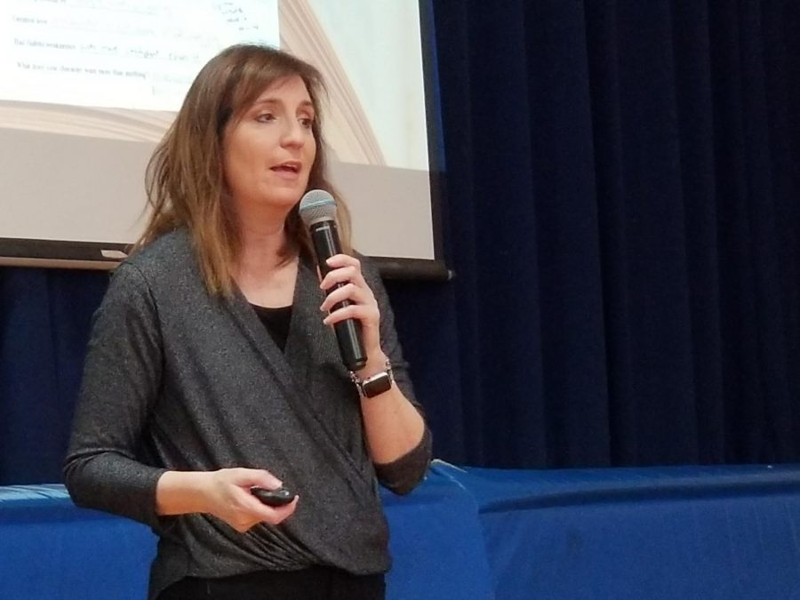 Childrens%27+author+Wendy+Mass+has+written+two+dozen+novels.+She+spoke+about+character+development+with+students+at+Patrick+M.+Villano+School+on+Friday.