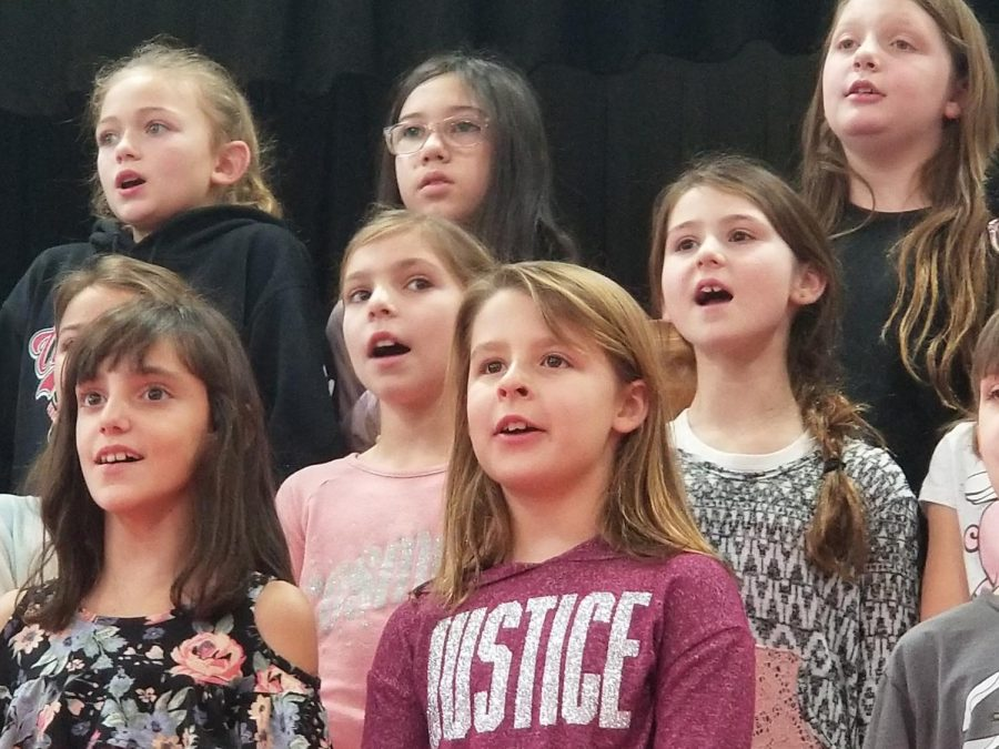 On Thursday evening, the third and fourth grade performed at the Emerson Junior-Senior High School.