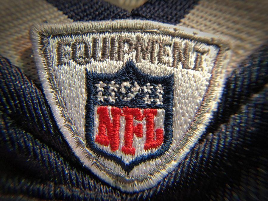 The+NFL+has+32+teams%3A+16+are+in+the+NFC%2C+and+16+in+the+AFC.+Those+16+teams+are+further+split+into+four+groups+with+four+teams+in+each+group.+Every+team+has+16+games+and+one+rest+week.